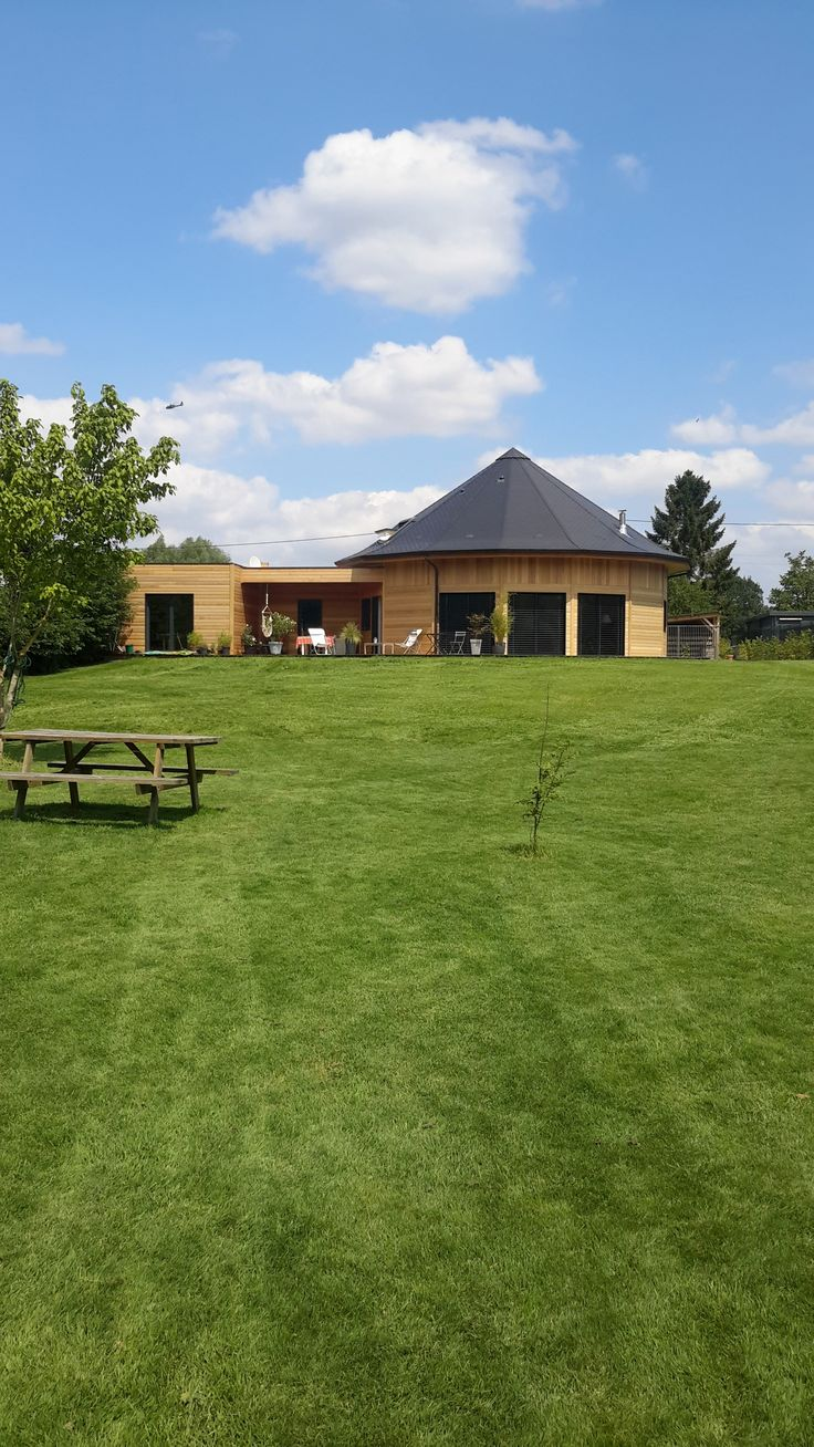 Maison ronde en bois ( polygonale 15 pans comble  réhaussés plus aile )