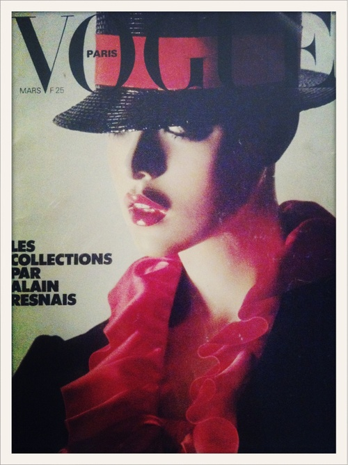 Souvenez-vous… La couverture du numéro de mars 1978 de Vogue Paris signée Helmut Newton. On l'a vue à l'exposition Mannequin - Le Corps de la Mode à l'Espace Van Gogh à Arles.  //  Remember this Vogue Paris cover from March 1978 by Helmut Newton? We spotted it in the Mannequin - Le Corps de la Mode show at the Espace Van Gogh in Arles, at the photography festival.