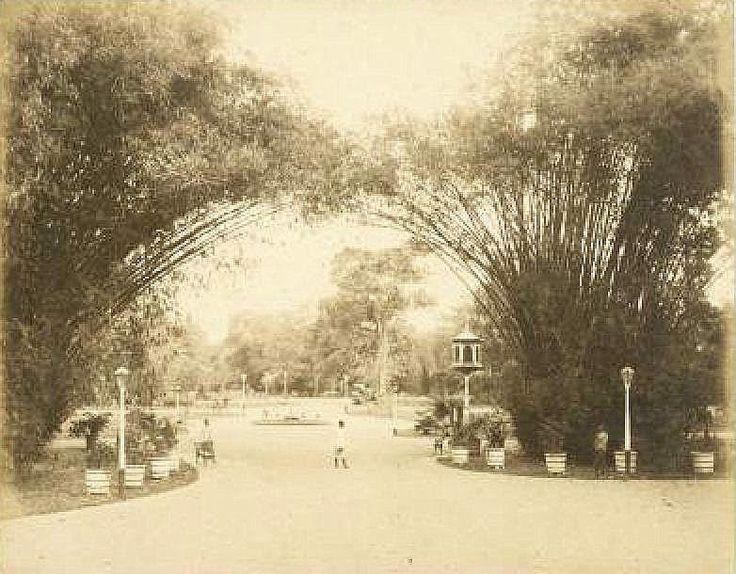 Simpangsche park te Soerabaja Circa 1885 (Collections KITLV)
