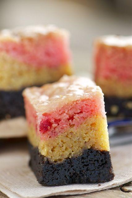 neopolitan gooey cake bars recept yummly neopolitan gooey cake gooey ...