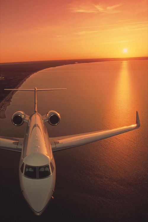 http://www.facebook.com/GLAMandLuxury?ref=hl https://twitter.com/GLAMandLuxury The jet set life
