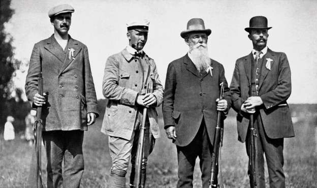 Athletes shoot branches Oscar Swahn of Sweden, posted a record as the oldest shooters who participated in the Olympics Antwerp, Belgium, 1920. At the age of 72 years, 281 days. Nevertheless, he was able to demonstrate the ability to win silver.