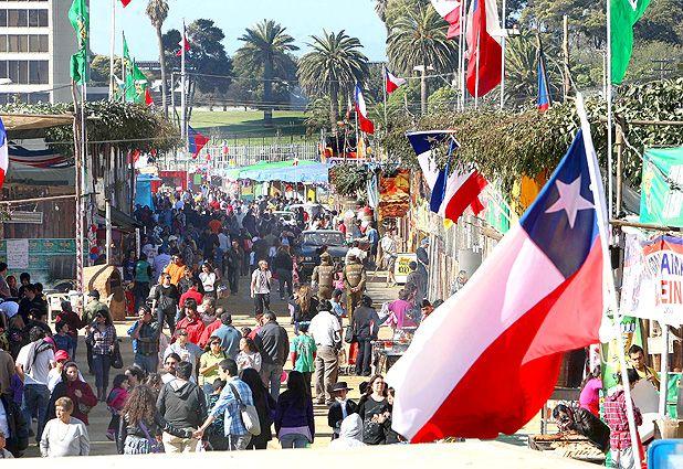 A lo largo de todo el territorio nacional se celebran las Fiestas Patrias.  Chile 18 de septiembre