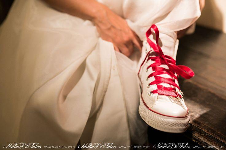 Una stringa di raso rosso per una sposa davvero speciale