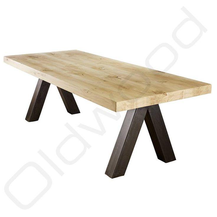 Bij de robuuste tafels afdeling van Oldwood vind u de robuuste tafel Palermo die uiterst geschikt its als keukentafel en als eetkamertafel.