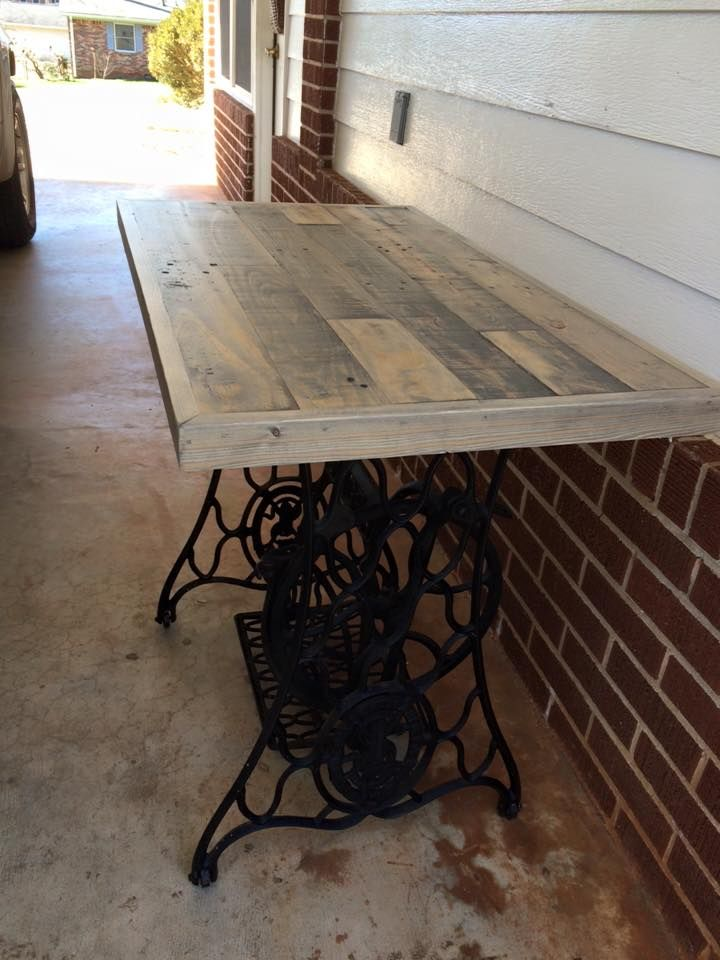 low-cost wooden pallet table with old sewing machine base