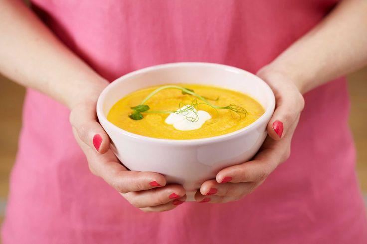 Hjemmelaget gulrotsuppe som er fyldig og god. Kanel og Crème Fraîche gir en spennende smak.