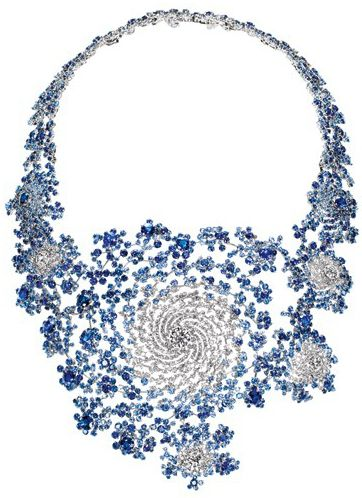 Marc Newson, the renowned product designer, created a mathematically generated fractal necklace.