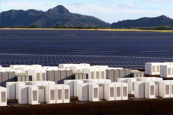 Tesla investe em 24h de energia limpa em ilha do Havaí