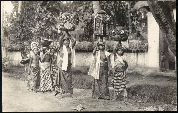 indonesia, BALI, Native NUDE Girls Fruit Offering Ceremony (1920s) RPPC