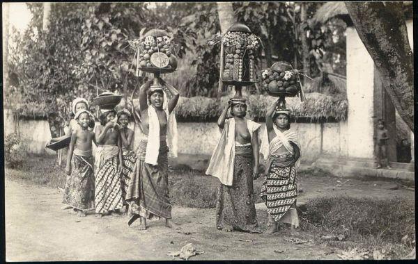 indonesia, BALI, Native NUDE Girls Fruit Offering Ceremony (1920s) RPPC
