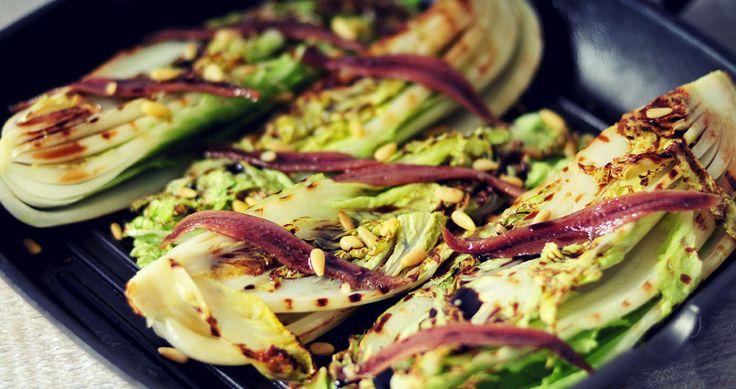 Heerlijk en gezond Chinese kool recept. Chinese Kool kan rauw gegeten worden. In dit recept grillen we de Chinese kool en beleggen hem met ansjovis
