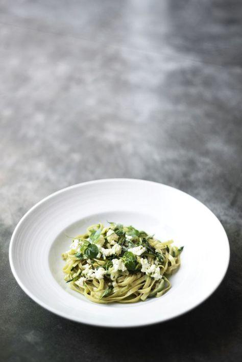 Domáce bylinkové rezance - Recept pre každého kuchára, množstvo receptov pre pečenie a varenie. Recepty pre chutný život. Slovenské jedlá a medzinárodná kuchyňa