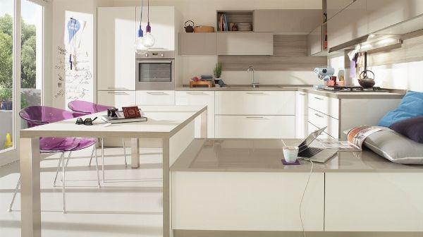 Avete sempre sognato una cucina angolare? Bene, perché oggi vi parliamo di cucine ad angolo moderne, piccole, ma anche di mobili e lavelli angolari! http://www.arredamento.it/cucina-angolare.asp #cucine #cucineangolari #lavelli Veneta Cucine Gilma Spagnol Cucine & Gilma Indian Modular Kitchens Cesar Cucine & Living
