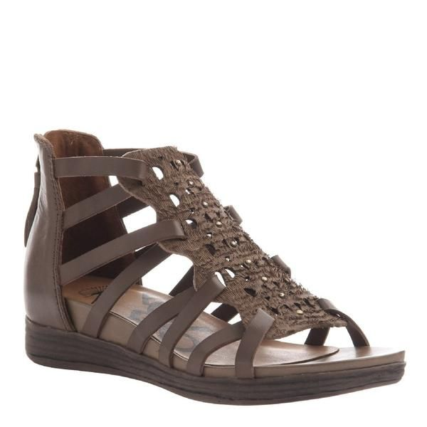 All strapped in and ready to go with these modern gladiator sandals from OTBT. The BONITAS are the perfect comfortable women's sandals for traversing across the cities of Mexico. It also makes a great beachside sandal!