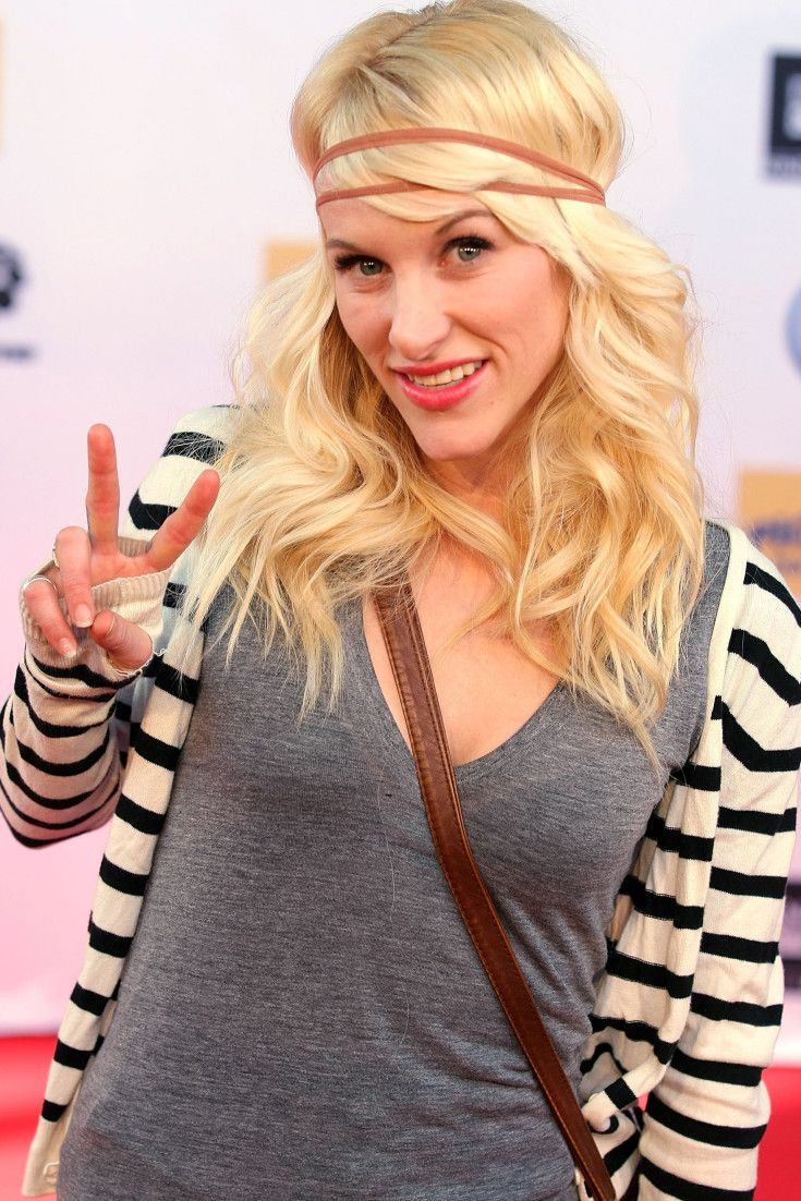Sarah Blackwood, Walk Off The Earth Singer, Kicked Off Plane Over Crying Baby