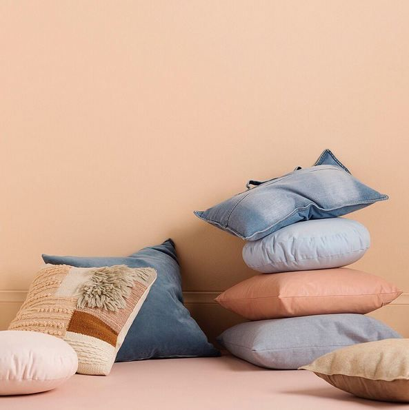 When a stack of pillows looks this good..it's hard to pick out a Winter favourite! 🙈 One of everything!!? 🙋🏽 Colour Used - Haymes Siesta Styling By - @ruthwelsby 📸 by - @gemmola