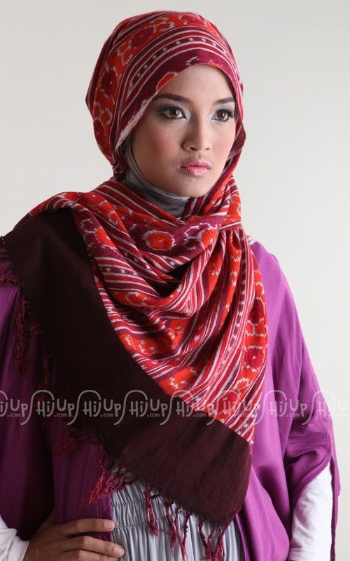This is it! 'Tenun Bentenan 1' Scarf from Ina's Scarf. Marvelous color. Anyone? www.hijup.com