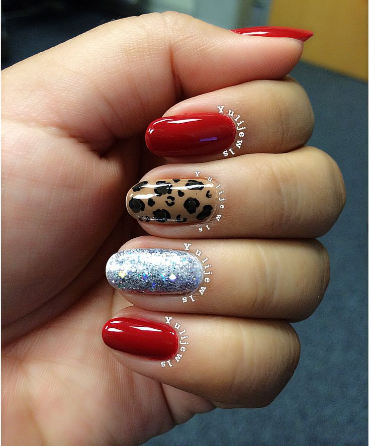 Red nails with cheetah print and glitter