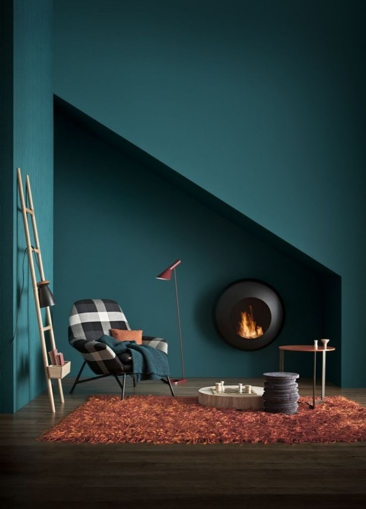 cheminée de design moderne et couleur de peinture bleu pétrole