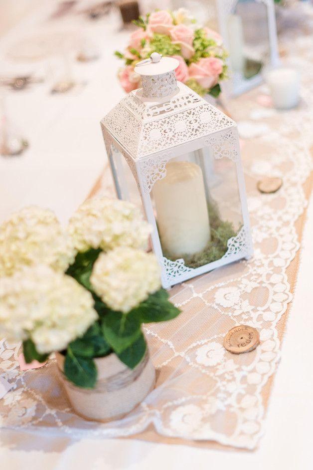 Dieser wunderschöne Tischläufer mit Baumwollstickerei ist ein absoluter Hingucker auf Hochzeiten im Vintage Stil und zaubert im eigenen Zuhause eine herrlich romantische Atmosphäre, sei es in Kombination mit Jute oder als Eyecatcher auf einem schönen rustikalen Holztisch. Lass Dich inspirieren! :-) http://de.dawanda.com/product/74544323-tischlaeufer-spitze-weiss-vintage-shabby-hochzeit Tischläufer,Hochzeit,Vintage,Romantisch,Rustikal,Jute,Spitze