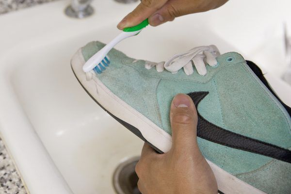 how to clean smelly suede shoes