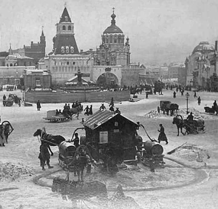 Москва, Лубянская площадь. В центре питьевой фонтан. 10ведер-1 копейка, чистой мытищинской воды, 1894г.