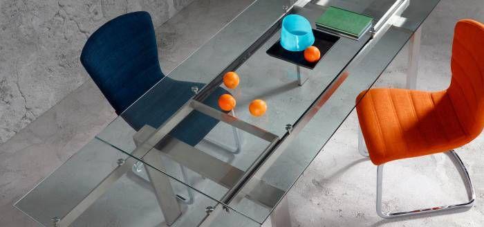 ¿Qué os parece esta elegante mesa extensible de cristal modelo corona? Moderna a la vez que elegante! #diseno #mesas #decoracion
