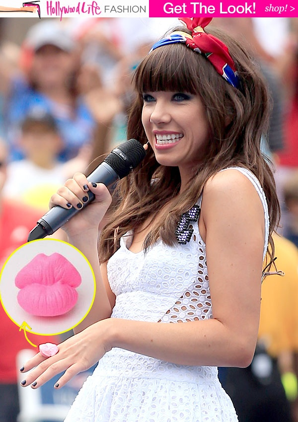 Get Carly Rae Jepsen's Flirty Kiss Ring - HollywoodLife.com