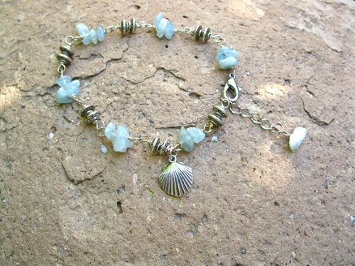 Aquamarine Camino travel bracelet - Aquamarine combined with Camino de Santiago scallop charm for good fortune when travelling