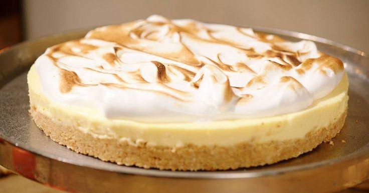 Verwerk de koekjes en de mandarijnen die Sinterklaas vandaag langsbracht tot een lekkere mandarijnentaart die je afwerkt met meringue.