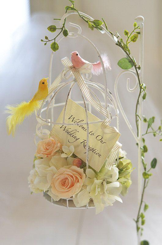 プリザーブドと造花でフラワーアレンジした鳥カゴのリングピロー/ブリーズ -brise- シャビーホワイト