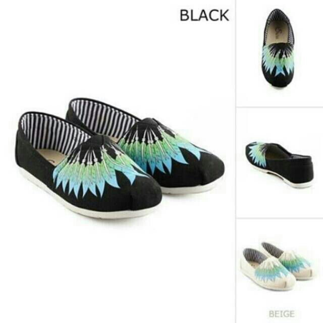 Saya menjual Sepatu seharga Rp225.000. Dapatkan produk ini hanya di Shopee! https://shopee.co.id/thehangershop/22213599 #ShopeeID