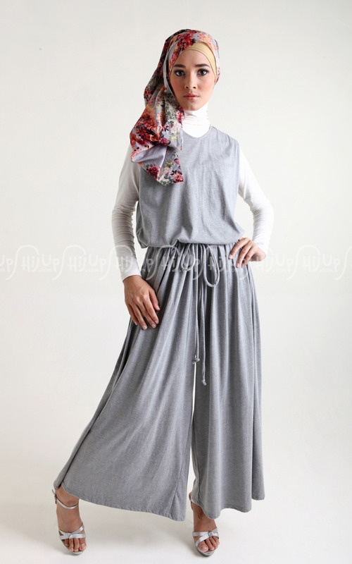 Jumpsuit pants by Nadjani. Love the wide leg they designed ^^ www.hijup.com