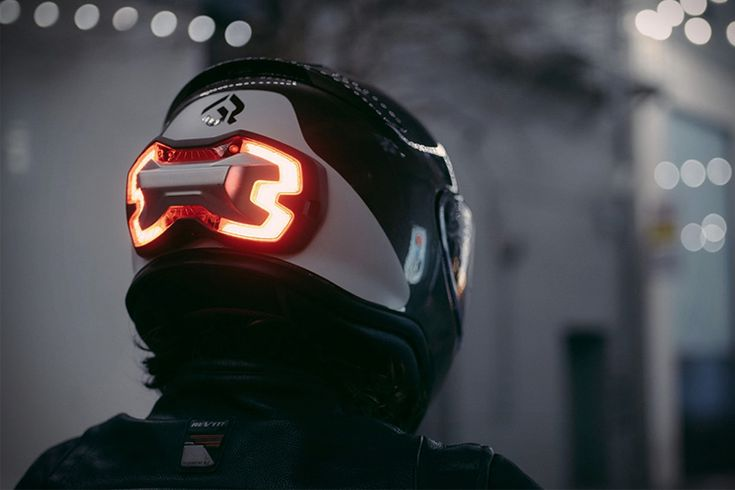 BrakeFree - A Helmet Brake Light That Can Save Your Life //
