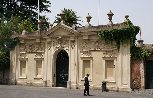 Rom, Piazza dei Cavalieri di Malta, Portal der Villa del Priorato di Malta (Portal of the Villa of the Priory of Malta)