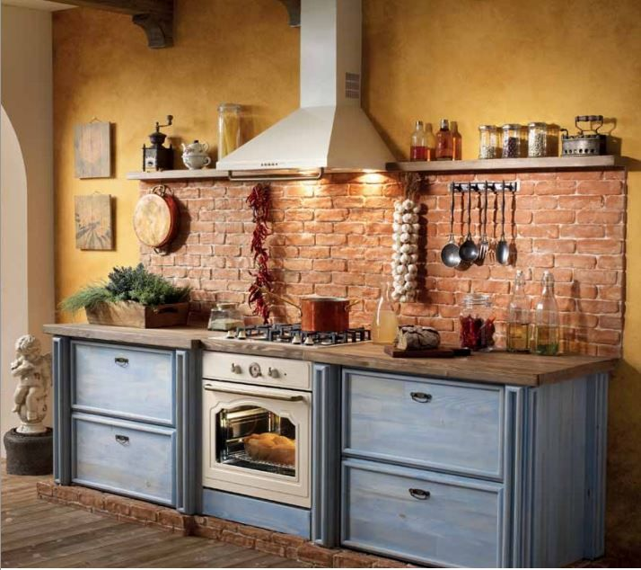 Perfect terracota kitchen...aka, kitchen of my dreams.