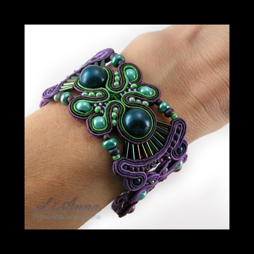 Bracelet and beautiful jewels on the site