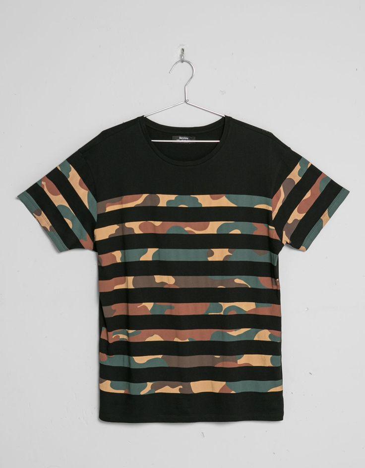 T-shirt riscas e print - Graphic print - Bershka Portugal