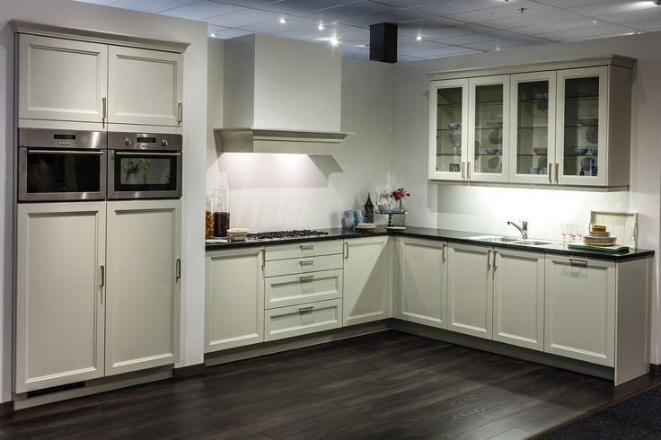 Kleur Muur Hoogglans Witte Keuken : Hoogglans keuken. Landelijk. DB Keukens