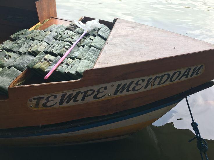 Tempe Mendoan Floating market Lembang Bandung