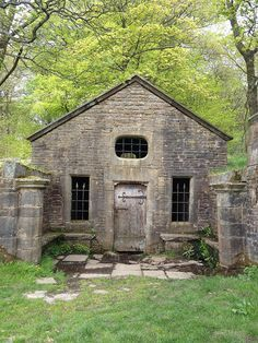 Abandoned Well House                                                                                                                                                                                 Más