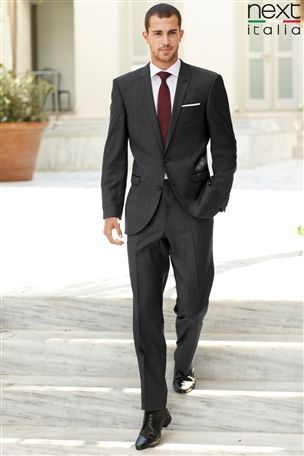 Grey suit and burgundy tie for groomsmen.