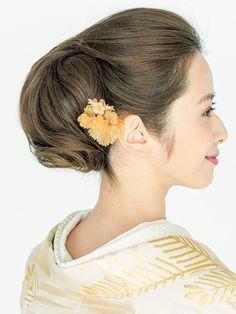 奥行きを出したシニヨンは綺麗なお姉さん風♡ 色打掛にも白無垢にも似合うお団子の髪型一覧を集めました❤                                                                                                                                                      もっと見る