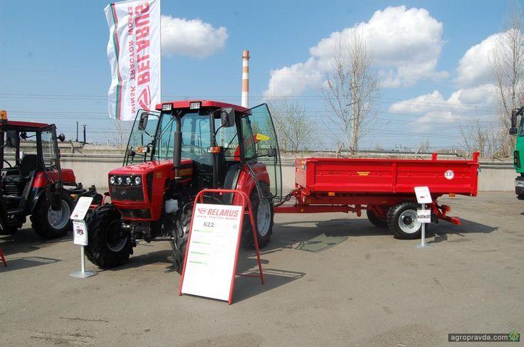 Трактор Беларус-622 с прицепом ПМТ-330