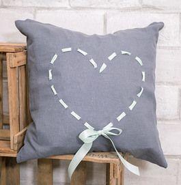 Tutoriel DIY: Fabriquer un coussin avec laçage en forme de cœur via DaWanda.com