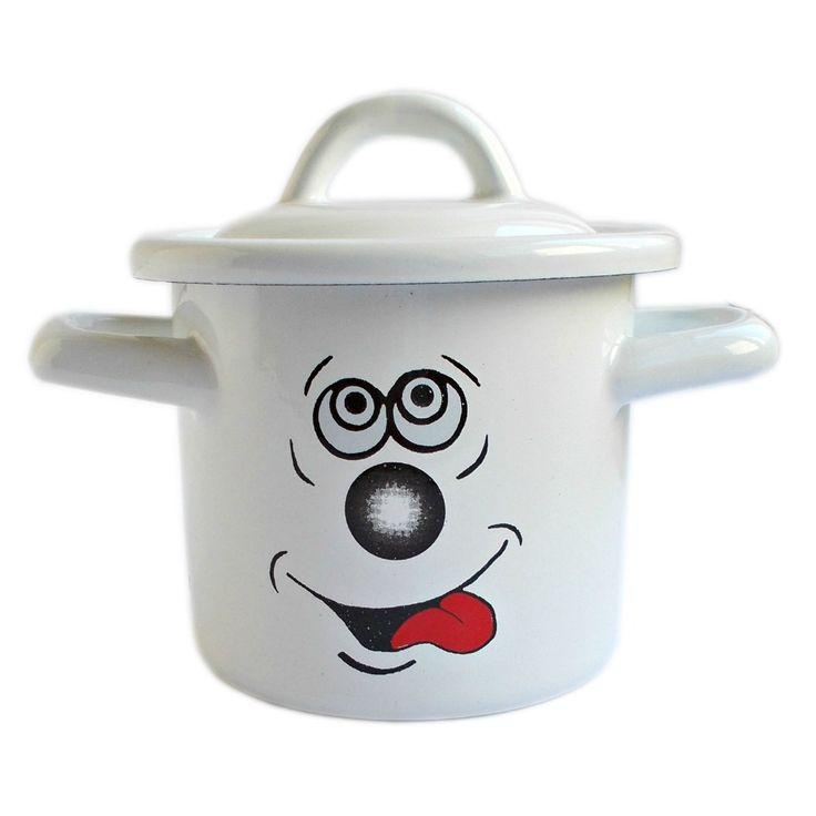 """Micuta, vesela si jucausa, aceasta cratita este mai mult decat un simplu accesoriu de bucatarie cu personalitate! Creata cu un design minimalist si dotata fiind cu capac, ea este de asemeni foarte practica, raspunzand la vesnica intrebare """"Cum sa economisesc spatiu in frigider?"""", fiind perfecta atat pentru incalzit portii mici de mancare, cat si pentru pastrat la frigider singura portie de supa ramasa din oala."""