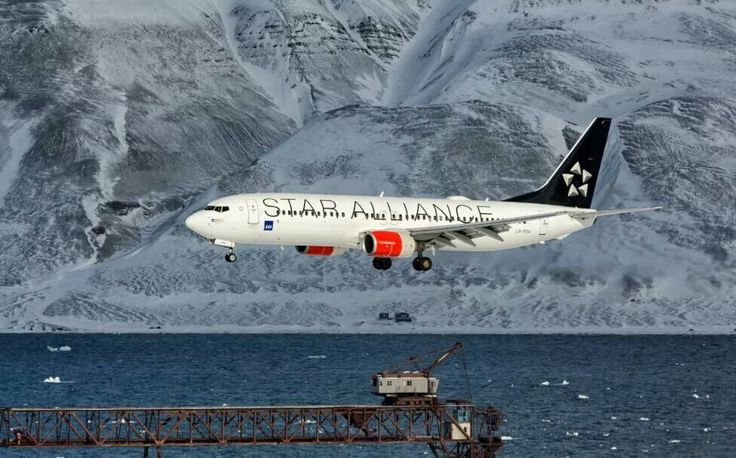 """Scandinavian Airlines System (SAS) Boeing 737-86N in """"Star Alliance"""" livery"""