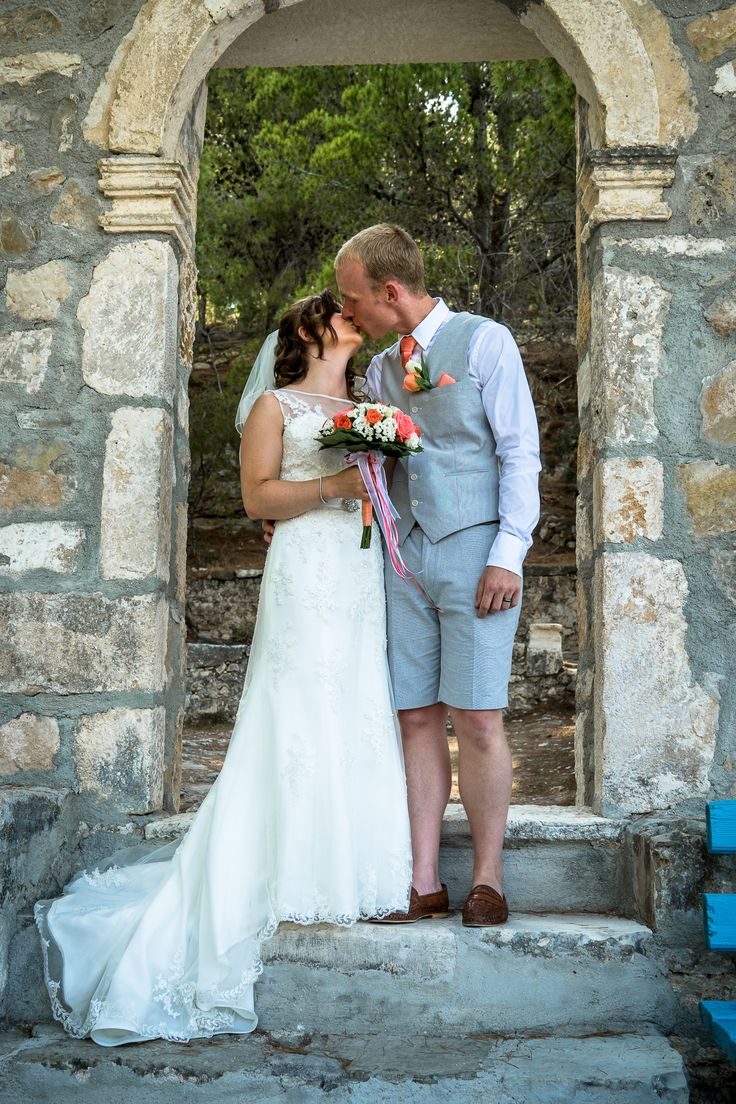 Just married - A kiss under the arch #weddinginkefalonia #weddingingreece #mythoswedding #chapelwedding