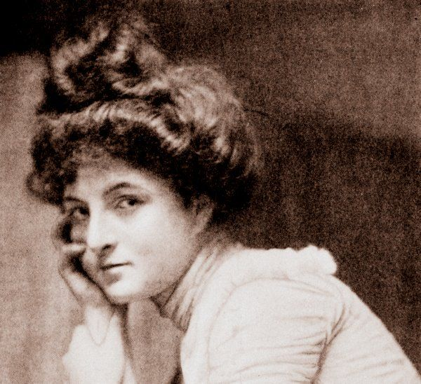 """Prettiest way to wear the hair It must be a Pompadour with or without the forehead curls The secret of the pretty round head as seen upon opera beauties Ways for young girls to dress the hair No less an authority than Mrs Sherwood once described beauty as """"A small round head, a low forehead, …"""
